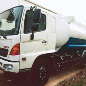 xe tải hino FM8JNSA phun nước rửa đường