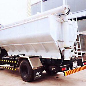 xe tải fuso fighter 16 chở thức ăn gia súc